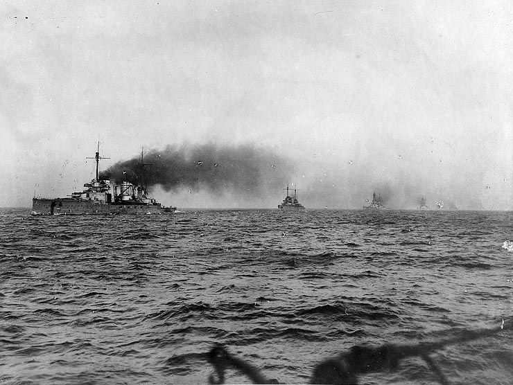Seydlitz leads Moltke, Hindenburg, Derfflinger and Von der Tann into internment in Scapa Flow