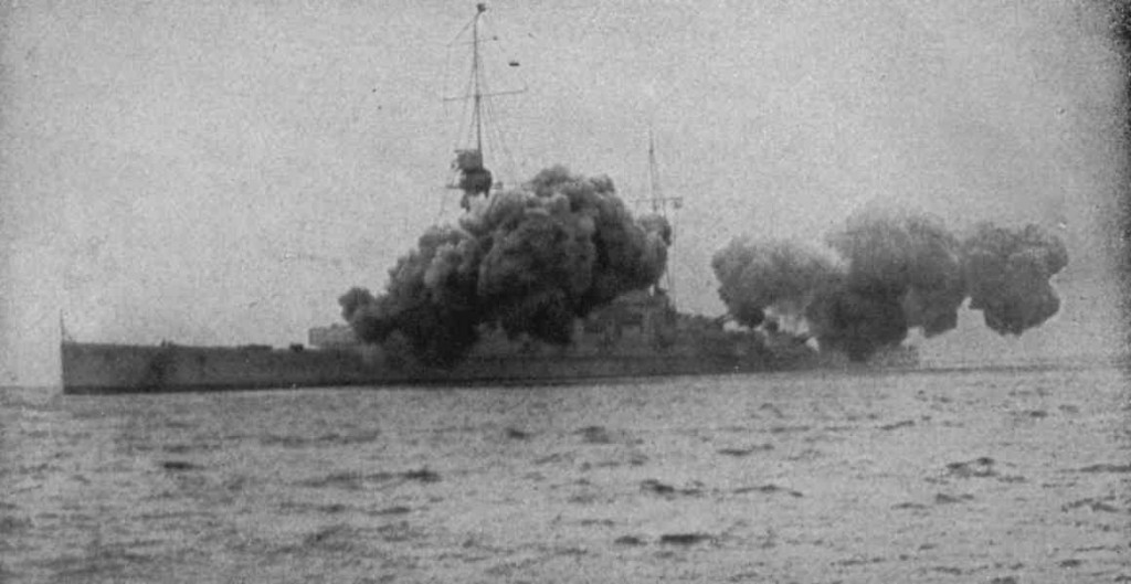 Derfflinger firing full salvo (Wikipedia)